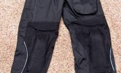Size : Women's Medium These pants are like new!!  Worn less than 10 times!! Pants have dry tech multi layered waterproofing system. Easily sell in the stores for $150.00, great deal at $40.00