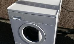 This Kenmore washer is in good shape visually. The white is clean and not discoloured, and it runs and washes just fine. However, there is a small leak, and it drips onto the ground a little, hence the price. This is likely fixable. The door seal does not
