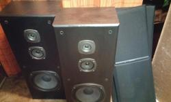 THIS KENWOOD SOUND SURROUND STERIO SYSTEM COMES WITH KENWOOD AM/FM/AMP./DVD CD 5 DISC PLAYER/SO YOU CAN PLAY 5 MOVIES ONE AFTER THE OTHER WITH YOUR KENWOOD REMOTE/SAME WITH C.D,S COMES WITH 2 TOWER SPEEKERS/LEFT/RIGHT/FRONT/BACK AND CENTER SPEAKERS /AND