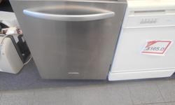 IF YOU LIKE TO MERGE STYLE WITH FONCTION THEN COME GET THIS UNIT NOW. IT IS BEAUTIFUL LOOKS LIKE IT CAME OFF THE FACTORY FLOOR AND IN GREAT CONDITION. THE PERFECT ADDITION TO ANY KITCHEN. PLUS ITS IS VERY CLEAN WORKS LIKE NEW AND COME WITH WARENTEE FOR