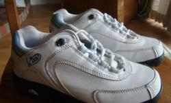Ladies size 6 golf shoes. Brand is Lite. Excellent condition used twice.