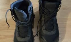 Used under armour boots, ladies size 7. Check pic for wear on sole. Really comfy boot! Posted with Used.ca app