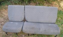 Land Rover rear seat set 1/3 and 2/3 , folding type , bit grubby due to storage but will clean up as new , good condition.