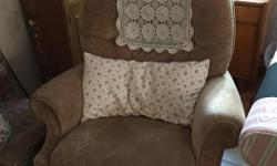 Good condition. Just doesn't go with the new stuff. NSNP home.