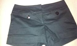 Le Chetue shorts size 5.