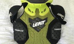 This Leatt MotoX youth vest is in great condition. Green/Black, Height 125cm - 150cm & Torso 28cm - 31cm. Purchased 1 year ago @ retail $325.00. Important safety gear for any young MotoX rider starting out.