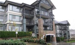 I have an available room in a 3 bdrm apartment. The room (mattress, study table, chair, lamps, wardrobe) and apartment is fully furnished and a wide range of utilities. (gym, pool, steam room, hot tub, party lounge). Rent includes utilities and half
