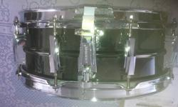 The Ludwig Black Beauty brass shell is constructed of a single sheet of brass that is machine drawn and spun into a seamless beaded drum, then black nickel plated with a beautifully exquisite finish. The shell provides a warm, round metallic tone. The
