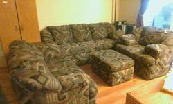 Matching 4 piece living room set good condition trying to downsize must pick up