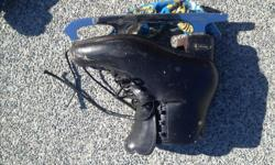 Size 7 I think figure skates. Some very high quality blades and boots. Been holding onto them for a long time because of sentimental value but its time for them to go.