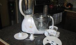 Ovatio 3 Duo ~ Moulinex mixer and blender combo for sale. 10 cup mixing bowl and 6 cup blender. Have attachements for chopping, cutting and a pastery disk. Blender is missing plug for top but unit still works. have manual and stand for cutting disks.