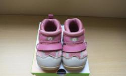 Like new baby girl shoes.