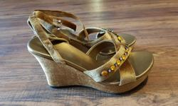 Woman sandals, size 8, brand new, never worn. Thanks for looking!