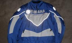 FOR SALE IS THIS NEW STREET BIKING YAMAHA TOURING PROTECTIVE JACKET. SIZE TAG SAYS XL BUT IT FITS LIKE A MENS LARGE. EQUIPPED WITH PROTECTIVE PADDING IN THE SHOULDER/BACK/ARM/FRONT AREAS INNER VEST LINER IS REMOVEABLE. SELLING THIS FOR A FAMILY MEMBER