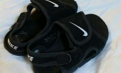 Nike Infant Sandals size 6.5. Great little sandals, stay on very well.