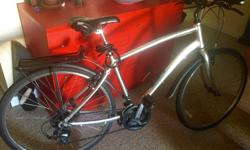 """Norco Yorkville hybrid, large 20"""" unisex 21 speed with good rubber and seat shocks. Includes fender and rack. Excellent condition, new in 2013, regular tune-ups and lightly used. Totally love this bike but wanting a smaller frame more suitable for my"""