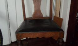Occasional, arts and crafts ( 1920) , solid oak chair with oiginal seat, sturdy and in very good condition.