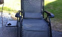 Super compfy, like new. Great outdoor chair. Black and grey/taupe.