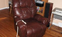 Electric recliner/lift assist chair with battery backup. Works great, has minor wear, but overall in good condition. Call or text