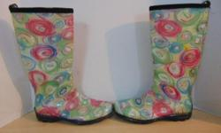 Rain Boots Ladies Size 9 kamik Waterproof Floral As New PRICE IS FIRM We are a local business here in Victoria. We sell a variety of rain gear, surf gear, life jackets, beach wear, sun wear and water sports. For the entire family. PAYMENT OPTIONS: