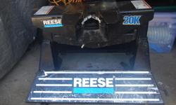 *Reese 5th wheel towing hitch - double pivot *Reese Pro series Part # 30119 GTW 20K *Can easily be taken apart for removal/installation in your truck *$500.00 Firm - Cash only please ***Phone or text 250-202-2659***