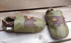 Sweet Robeez bear shoes. Size 3-4 years in EUC.