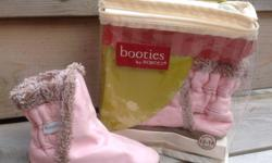 Adorable Robeez pink leather booties in EUC. 12-18 month.