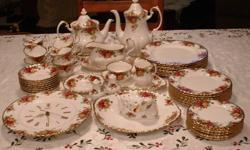 DINNER FOR 8, PLUS CHINA CUPS AND SAUCERS. WALL CLOCK. COFFEE & TEA POT. SALT & PEPPER. GRAVY DISH & BOTTOM. DUCK. 2 SIDE DISHES. THE BOTTOM OF EVERY PIECE IS SIGNED.. OLD COUNTY ROSES ROYAL ALBERT/BONE CHINA ENGLAND © 1962 ROYAL ALBERT LTD. THIS SET IS