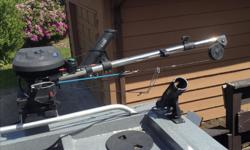 Extendable to 60 inches great shape hardly used too long for me comes with 300 feet Dacron line.