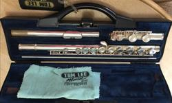 Perfect condition, silver-plated Buffet Crampon 6010 Series flute with no dents, dings or tarnish. In good playing order with corks, springs and pads all in great shape. It comes with a cleaning/tuning rod in a velvet lined hard case also in excellent