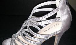 Le Chateau Silver shoes-brand new, never worn. Size 6. These are perfect grad or wedding shoes.
