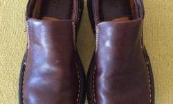 SIZE 37 ( LADIES SIZE 6 1/2 ) BORN HAND-CRAFTED LEATHER SHOES, 1 1/2 INCH CLOG STYLE HEELS, VERY GENTLY WORN AND IN NEAR PERFECT CONDITION, THESE WERE VERY EXPENSIVE SHOES.