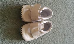New condition shoes Brand: Outbak's Size: 3