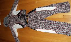 almost new, only used one season for skiing. originally from Europe. size 152 cm. really good condition for a really good quality. please come and see it, the picture doesn't show it all.