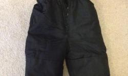 Size 2 years black snow pants, like new.
