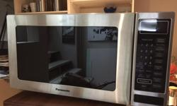 S/S MICROWAVE in very good shape clean and good working order has glass try inside