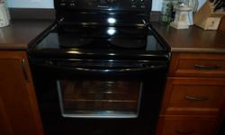 "30 "" FRIGIDAIRE STOVE glass flat top self cleaning oven black in color 6 years old excellent condition"