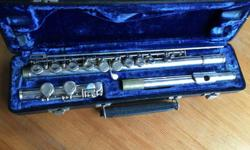 Armstrong brand entry level flute, suitable for beginner. Nice and shiny. Comes with carry case.