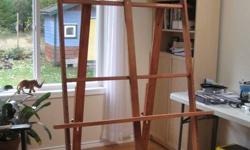 Large Oak Studio Easel. Easy assembled/disassembled.
