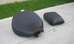 Suzuki c50se boulevard driver and passenger seats. Seats came from a 2009 Suzuki c50se boulevard and are in very good condition. Will sell separately, but like to sell the pair. These seats are $650 new. $250 for both o.b.o.