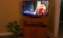 Solid Oak wood TV stand with swivel top in good condition. Available for sale now!!!