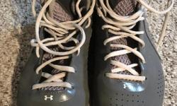 Size 9 Slight wear on back outside heel