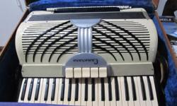 VINTAGE CAMERANO ACCORDION MADE IN ITALY , COMES WITH BOX & MUSIC BOOKS & ACCESSORIES. ALSO CHECK MY SELLERS LIST. PHONE ONLY