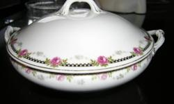 N & Co Nagoya Nippon serving bowl with lid. From the late 1920's, no chips.