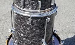 We just received some vintage drums on consignment. This shell kit appears to be late 60's and could be a Stewart, Pearl or maybe a Tama. Stop by the store and check them out. Duncan Music 488 Trans Canada Hwy Duncan BC V9L 3R6 250-748-7625