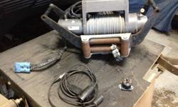 Warn 9000lb xd winch new motor and cable comes with winch receiver tray 600 obo