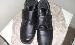 RDUCED....Woman Black ankle boots in very good condition  size 11 worn just one time  but did not fit good with the orthopatic insert inside if interested  e-mail me  thanks for looking