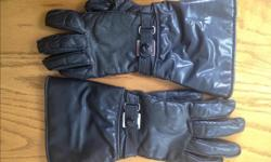 Comfortable ladies medium-sized leather motorcycle gloves. No tears or marks.