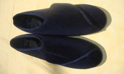 Clinic Comfort System Tender Tootsies Women's Slippers EASY TO CLOSE Adjustable Velcro Size 7 GENTLY USED IN EXCELLENT CONDITION RUBBER SOLE VERY COMFORTABLE IDEAL FOR SOMEONE WITH MOBILITY OR HEALTH ISSUES, OR SWOLLEN OR DIABETIC FEET