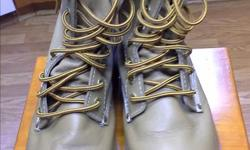 Work boots mens size 10 new condition .